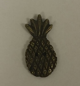 Olde Brass Button - Pineapple