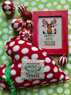 Merry Kiss Moose - Cross Stitch Pattern